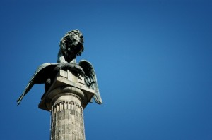 Porto - Monumento na rotunda da Boavista | mementōs