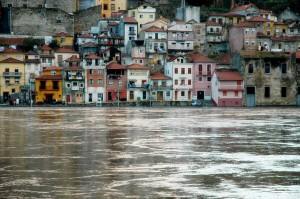 Porto - cheia no Rio Douro   mementōs